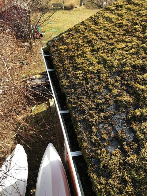North Kingstown, RI - This roof has a serious issue with moss! Installing a new GAF Timberline HDZ with with stainguard algae protection will help with algae issues.
