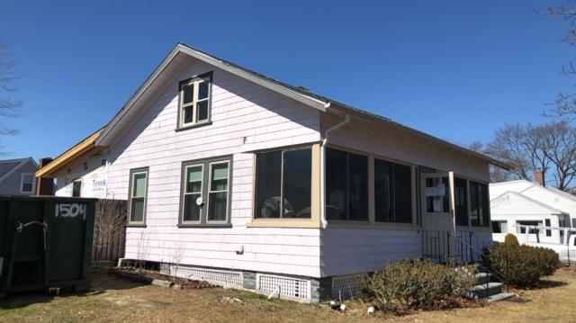North Kingstown, RI - Measuring a house in North kingstown RI for new Vinyl siding and replacement windows.Install insulation board over existing siding and wrap trim with aluminum