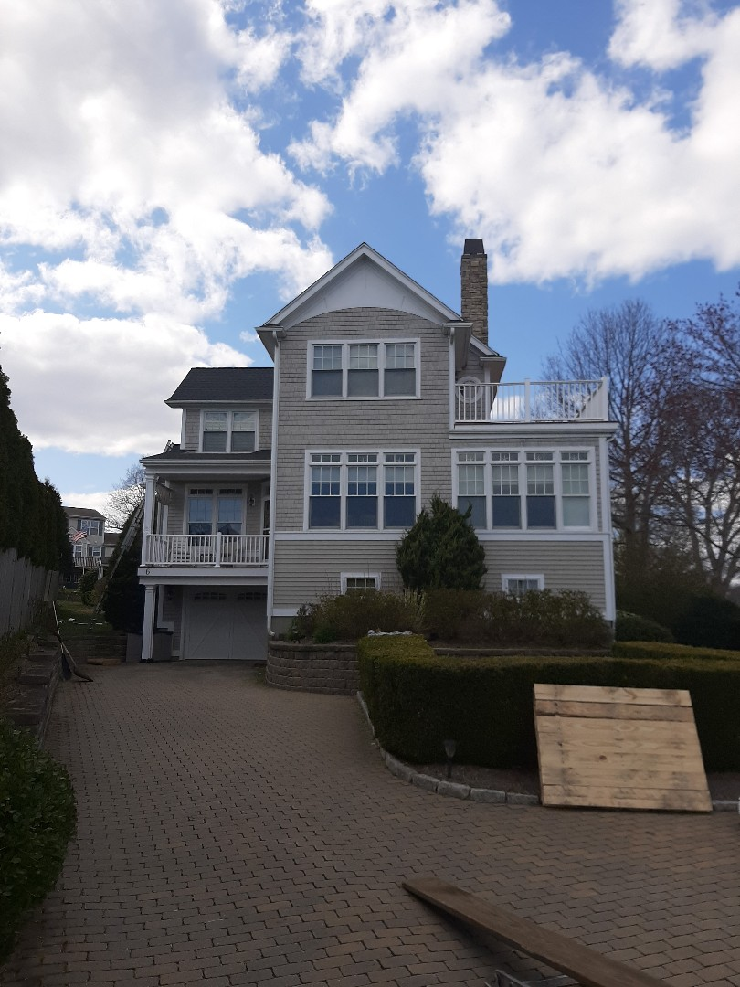 Narragansett, RI - Out in Narragansett replacing another roof with GAF weather stopper golden pledge. The John Henderson way