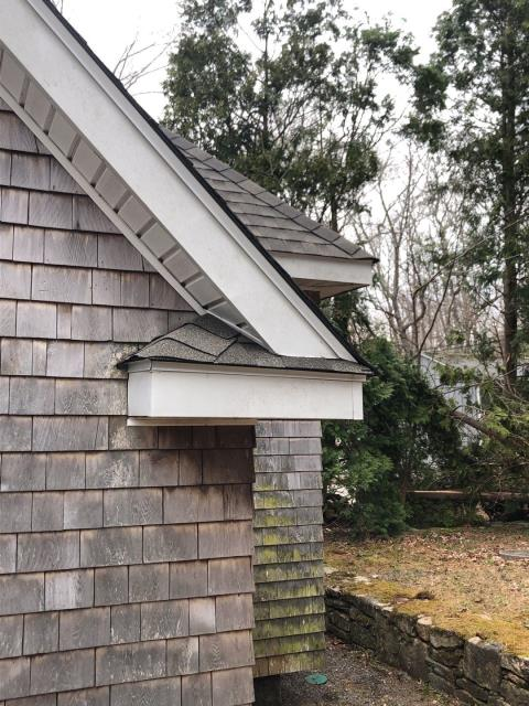 Exeter, RI - GAF Seal A Ridge caps finish off this shingled return on this lakeside cottage in Exeter RI. The details are what make this roof look so good!