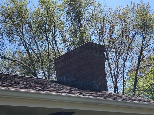 South Kingstown, RI - Inspecting a home in need of a full roof replacement in South kingstown RI. This 24 year old roof is leaking. A new GAF timberline roof shingle will take care of these roofing issues.