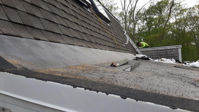South Kingstown, RI - New EPDM Installed on this low pitch roof in South Kingstown RI. New GAF Timberline ULTRA HD shingles used on this roofing project. Golden Pledge warranty