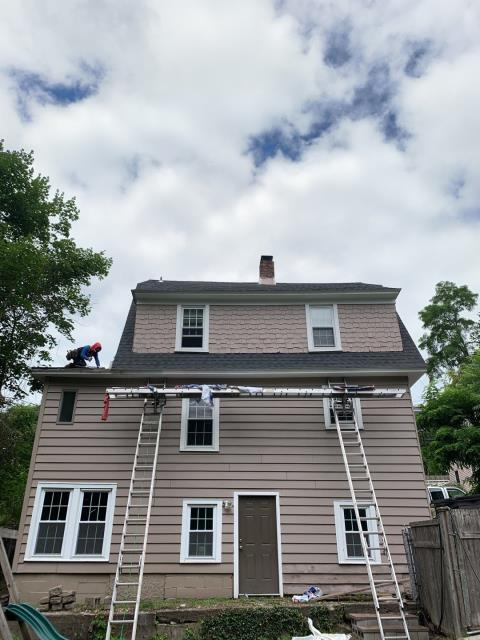 Norwich, CT - Roof replacement on this home in the Norwich Historic district is almost complete. The old worn out roof was loosing shingles after high winds. The new GAF Timberline HDZ shingles will hold up to the high winds. No wind limit on the GAF HDZ Shingles.