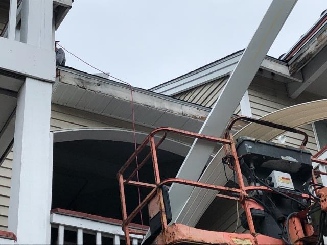 Jupiter Point, CT - Installing new vinyl siding and aluminum trim in Groton Ct on a Apartment building.