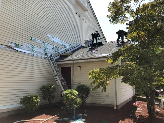 Jupiter Point, CT - Roof replacement Groton Ct. Installing new GAF roof shingles with a Golden Pledge warranty!