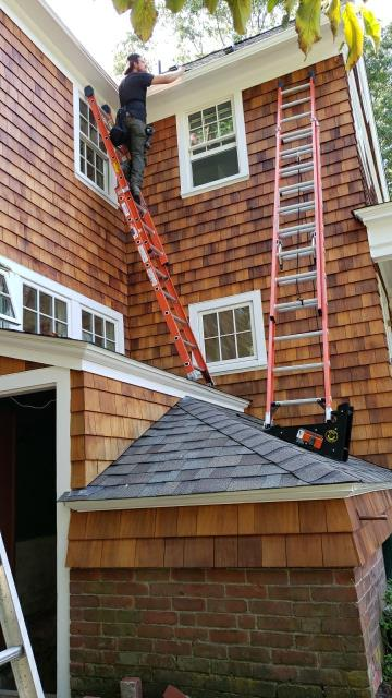 North Kingstown, RI - Gutter crew is out installing new seamless gutters today in North Kingstown RI.