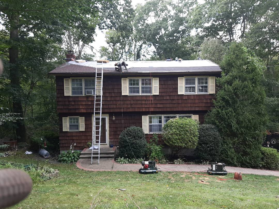 Ledyard, CT - GAF feltbuster synthetic paper, and weatherwatch ice and water have been installed. Now the shingling has started.