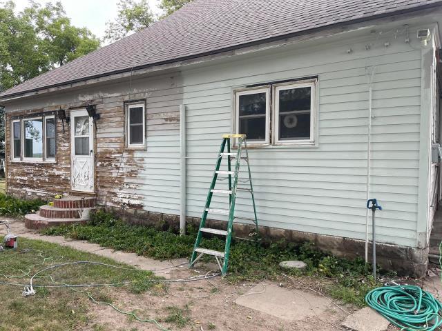 Concordia, KS - Replace exterior cedar lapsiding. Replace storm doors. Scrape & paint house and window trims.