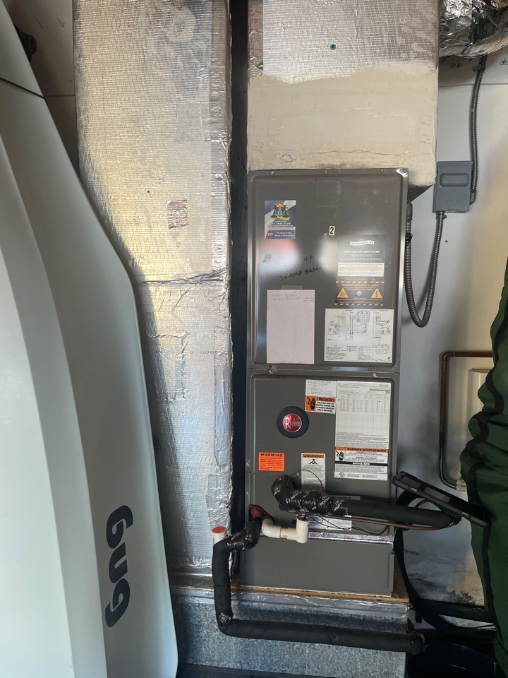 Dunedin, FL - Doing a maintenance on 2 units