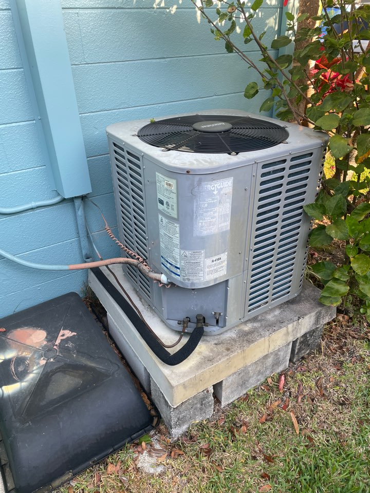 Seminole, FL - Performing maintenance on a ameristar unit