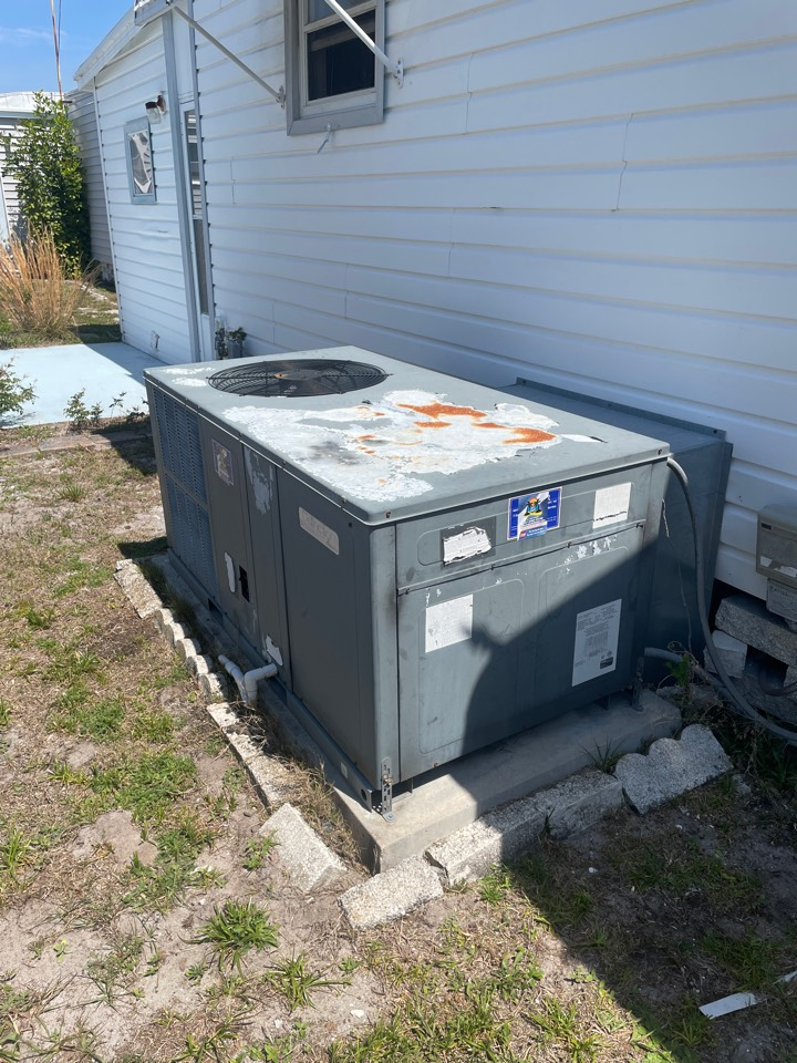 Clearwater, FL - Performing maintenance on a Goodman package unit