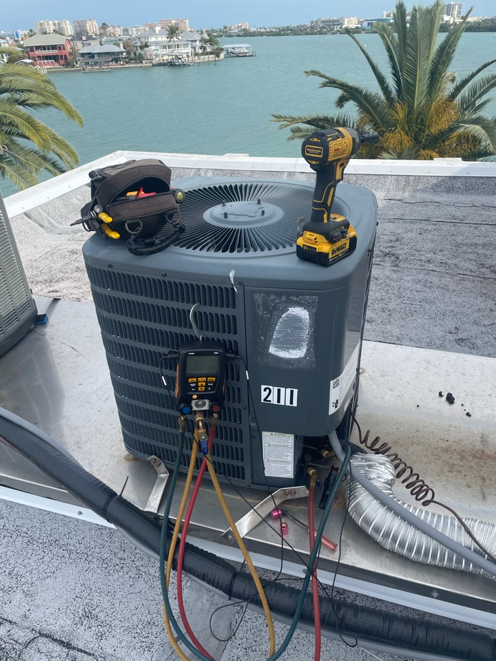 Clearwater, FL - Performing maintenance on a franklin unit