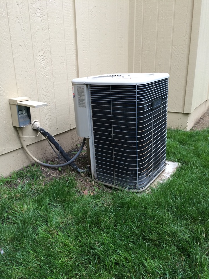 Lenexa, KS - Replacing old Lennox Air Conditioner