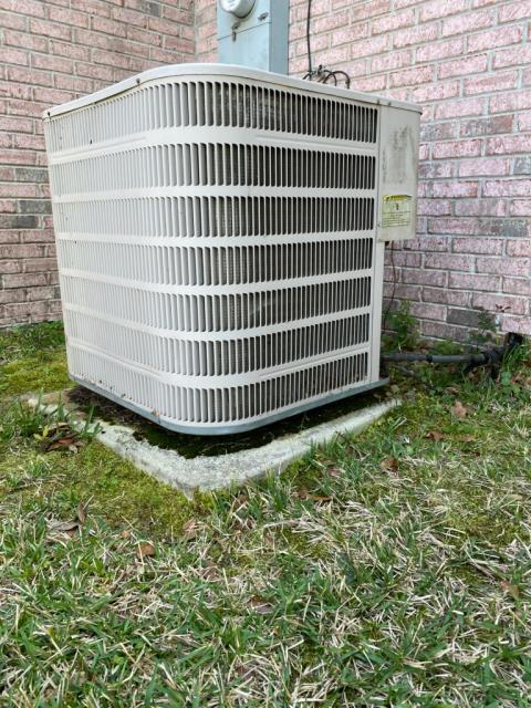 Biloxi, MS - Changing out fan motor on condenser.