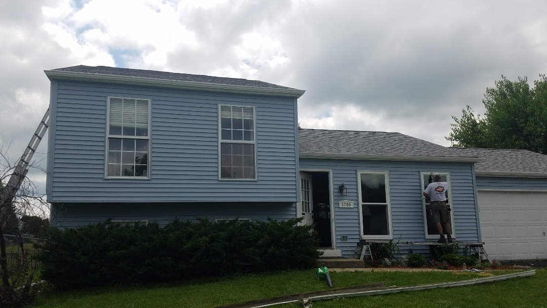 Elgin, IL - Finished new roof, siding and gutters in Elgin on College Green Drive
