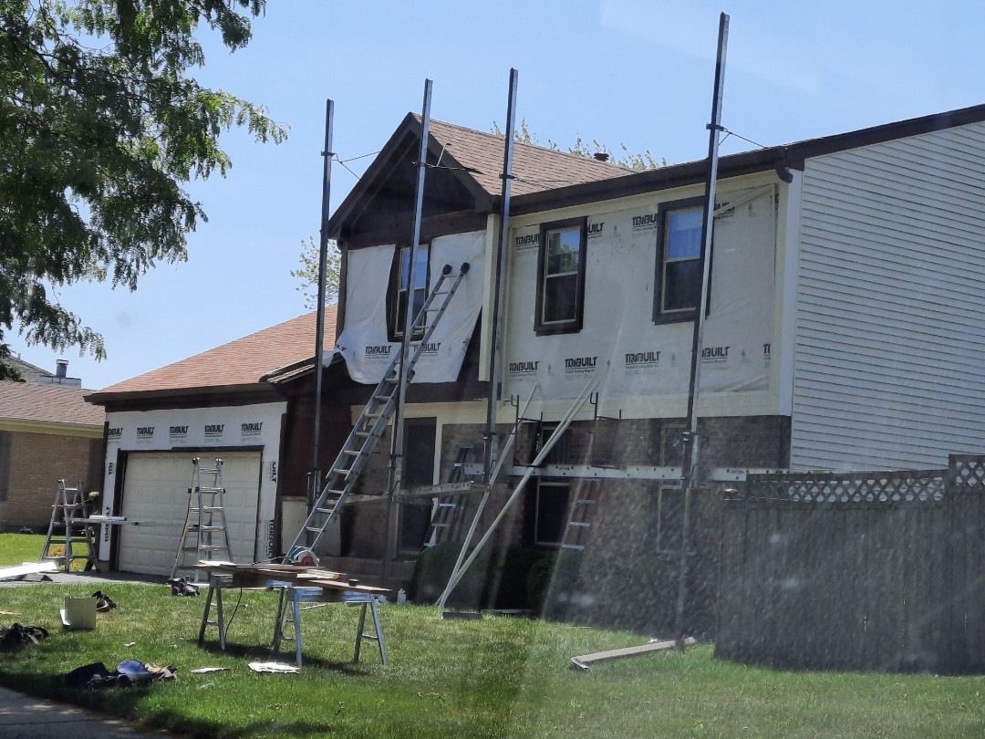 Roselle, IL - Siding/metal trim project in progress in Roselle on Chatham Ln.