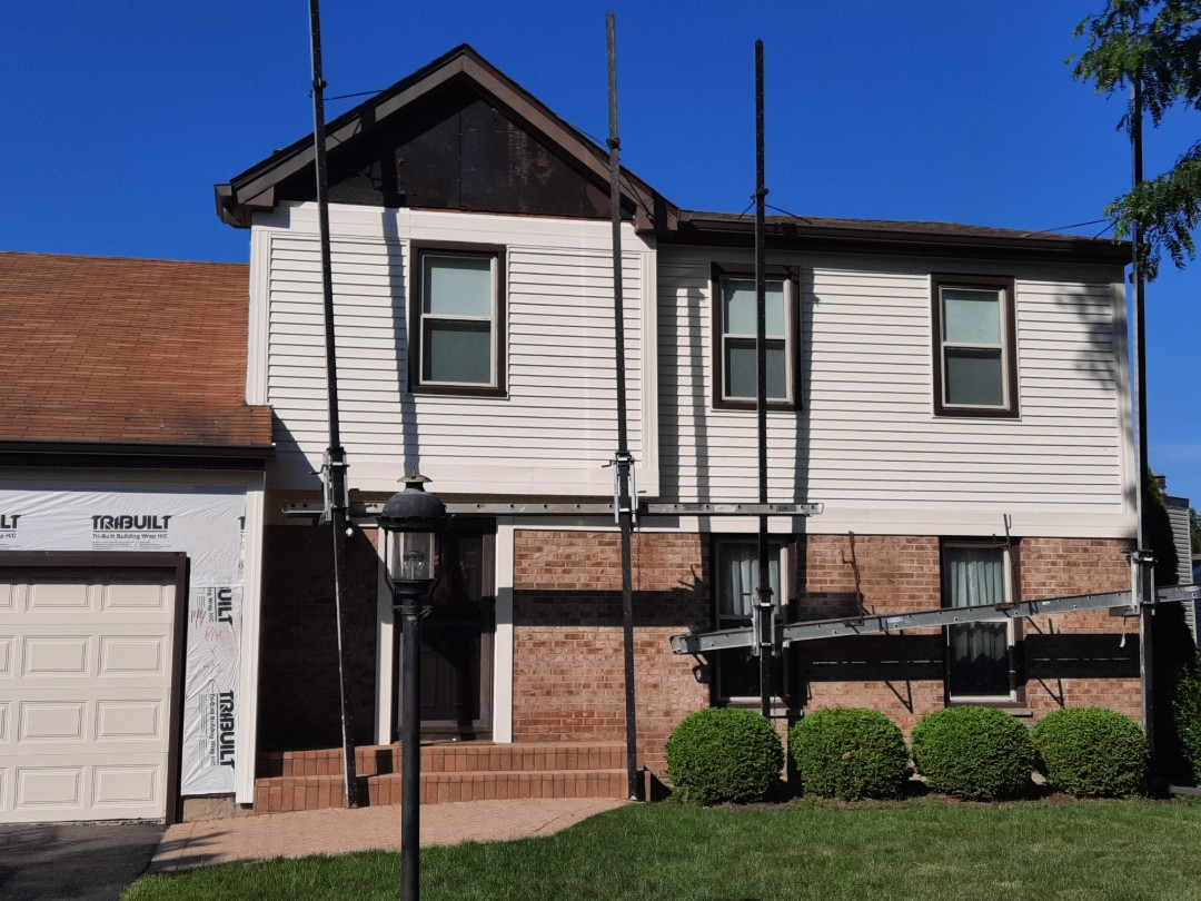 Roselle, IL - Competing Siding, windows, patio door and trim fascia in Roselle on Chatham Ln.