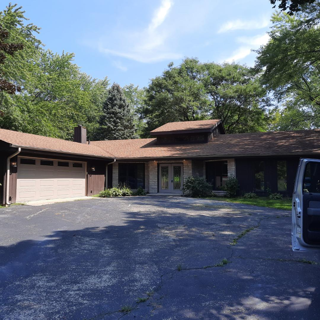 South Barrington, IL - Doing fee inspection/Estimate for roof replacement in So. Barrington on Avon Ln.