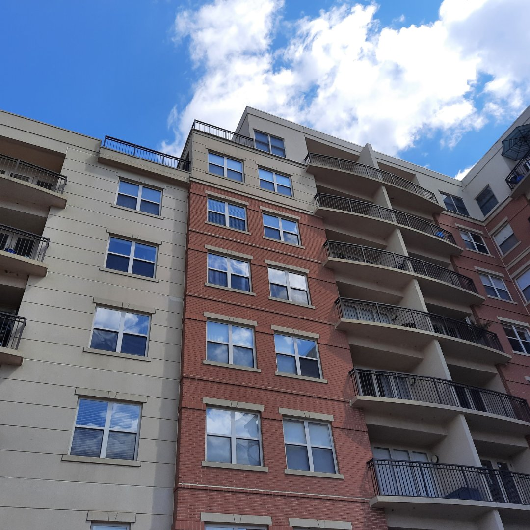Elgin, IL - Free roof inspection on APT bldg in Elgin to diagnose leaking and provide free estimate for repairs