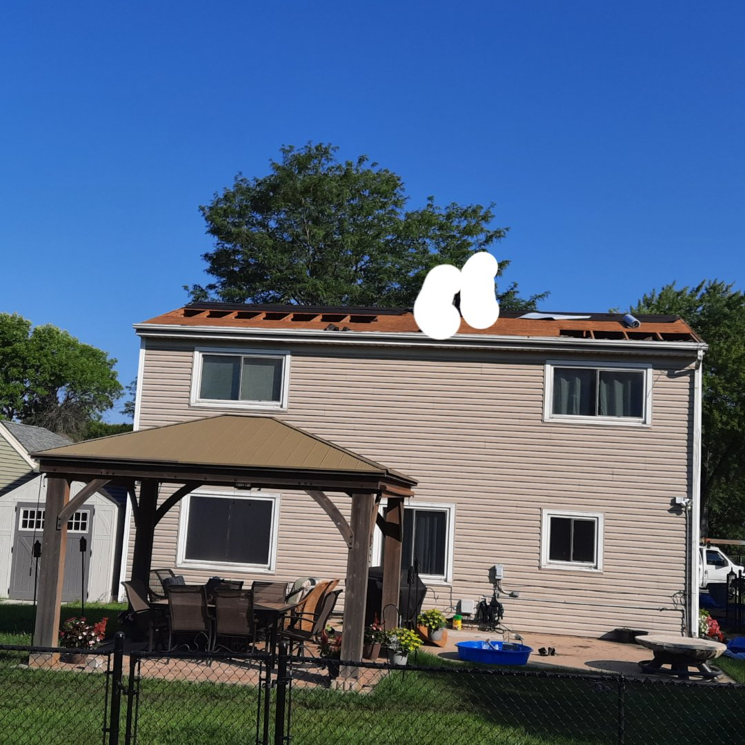 Roselle, IL - Roof completely stripped down, replacing 6pcs of rotted plywood in Roselle on Bryn Mawr Ave