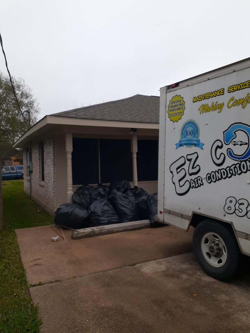 Houston, TX - Removing attic insulation
