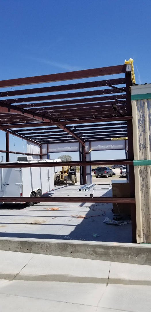 Hays, KS - New steel building addition at D&L body shop.  #roofmasters