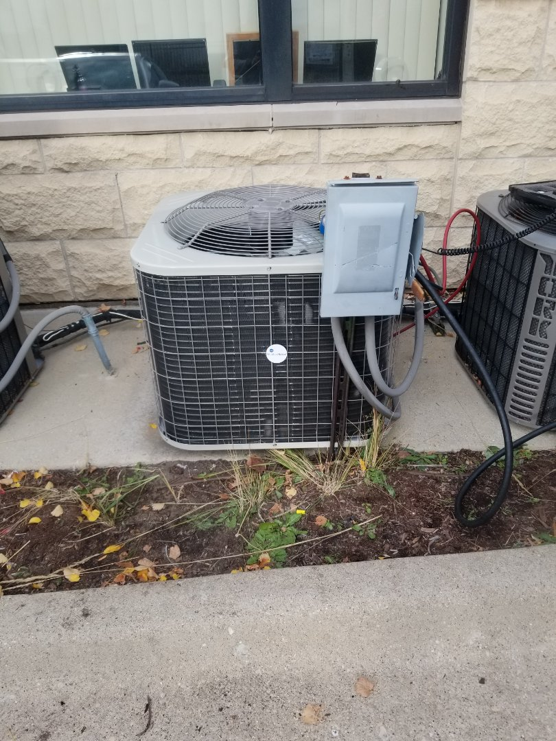 Chicago, IL - Commercial install with Payne  condenser.