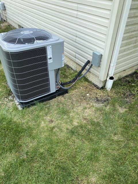 Canal Winchester, OH - I completed an installation inspection on a Carrier 13 SEER 4 Ton Air Conditioner.  Completed installation checklist.  Cycled and monitored the system.  Operating normally at this time.