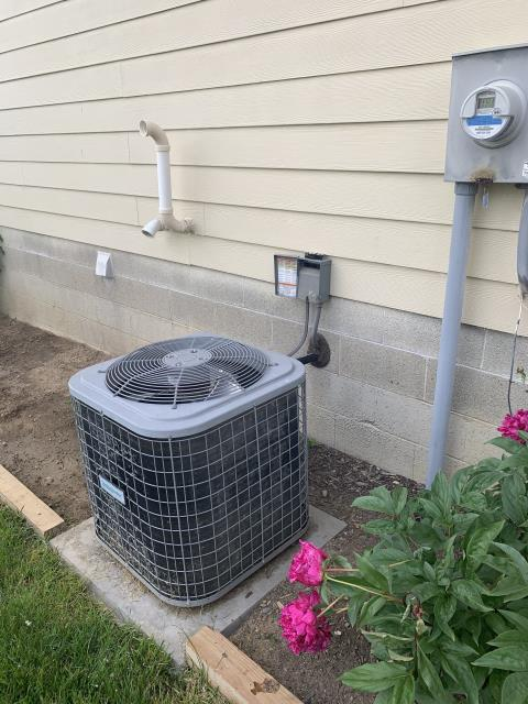 Pataskala, OH - After removing the Comfortmaker air conditioner, I installed a Five Star Carrier 13 SEER 3 Ton Air Conditioner.  Cycled and monitored the system.  Operating normally at this time.  Included with the installation is a free 1 year service maintenance agreement.