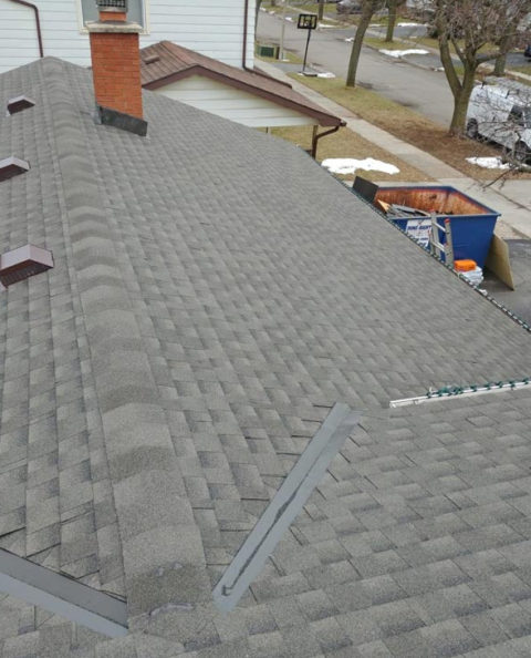 Mississauga, ON - Residential roof replacement and roof installation using asphalt shingle roof