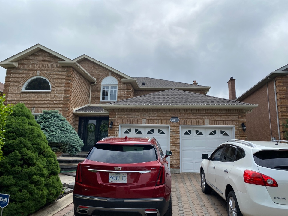 Mississauga, ON - Did this roof 15 years ago with a 3 tab shingle ,now we're back installing GAF Timberline HDZ