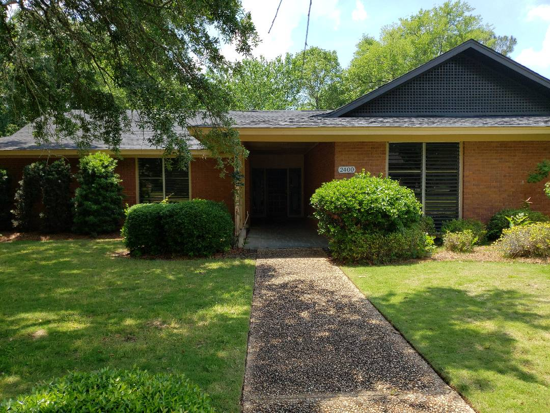 Montgomery, AL - 2400  Hermitage Montgomery Alabama mazing home for sale 4 bedrooms all bedrooms have their own full bathroom. Private coy pond and sitting area off of the  Kitchen. Kitchen has to sanks totally renovated house with granite throughout.
