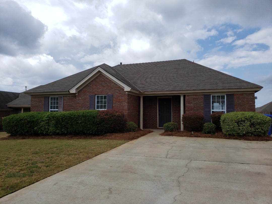 Prattville, AL - Amazingly remodeled home for rant at 1968 Regent road Prattville Alabama  Has community pool. Minutes from Walmart. Minutes from YMCA.