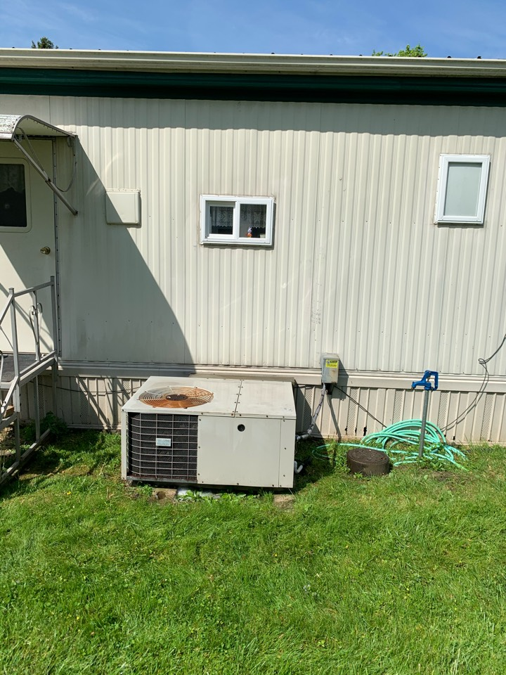 South Charleston, OH - Maintenance on Miller Package Unit