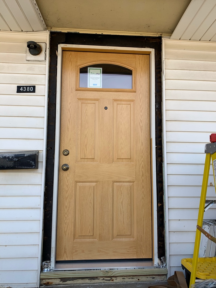 Milwaukee, WI - Installing a new provia entry door in Milwaukee!