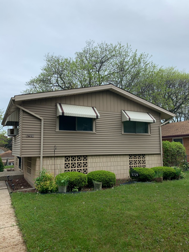 Milwaukee, WI - Picking colors for a new GAF roof in Milwaukee!