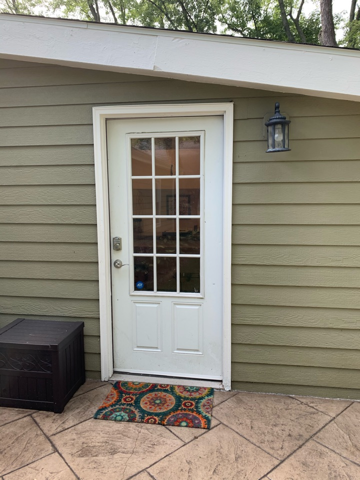 New Berlin, WI - Checking out a new Provia Legacy steel door in New Berlin!