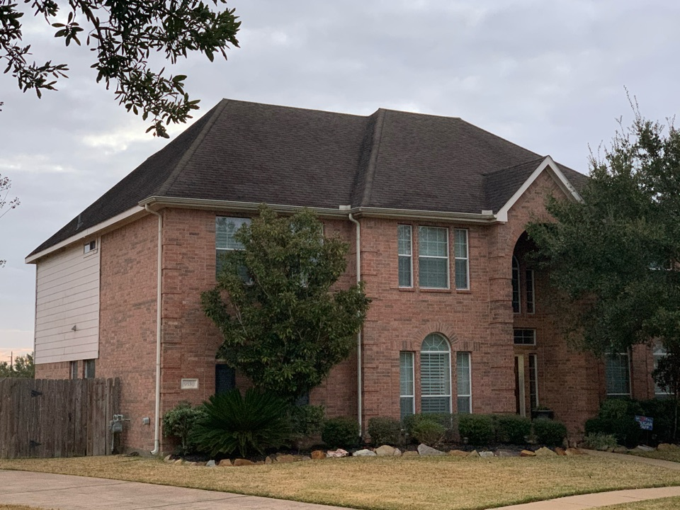 Houston, TX - Today we are doing a roof replacement in cypress. The homeowner had suffered damage from a recent hail storm is trusting Punum Roofing with her roof replacement!