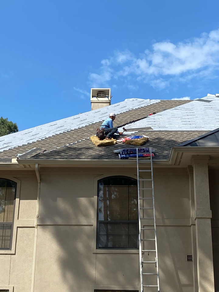 Montgomery, TX - Shingle roof tear off and install. Today we are installing a GAF Timberline HDZ shingle product in Weathered Wood color. These roofs have a lifetime manufacturers shingle warranty.