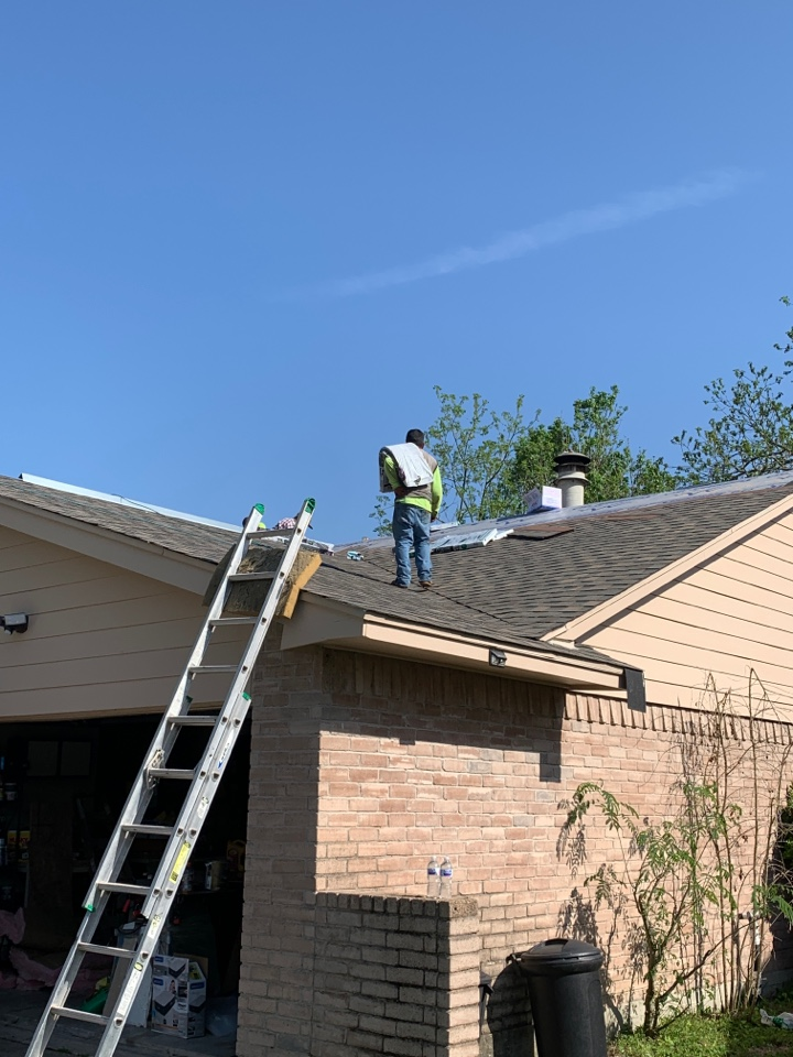 Humble, TX - Out in humble today doing a roof replacement. This customer couldn't be happier going from an old leaky roof to a new atlas pinnacle pristine roofing system in weathered wood