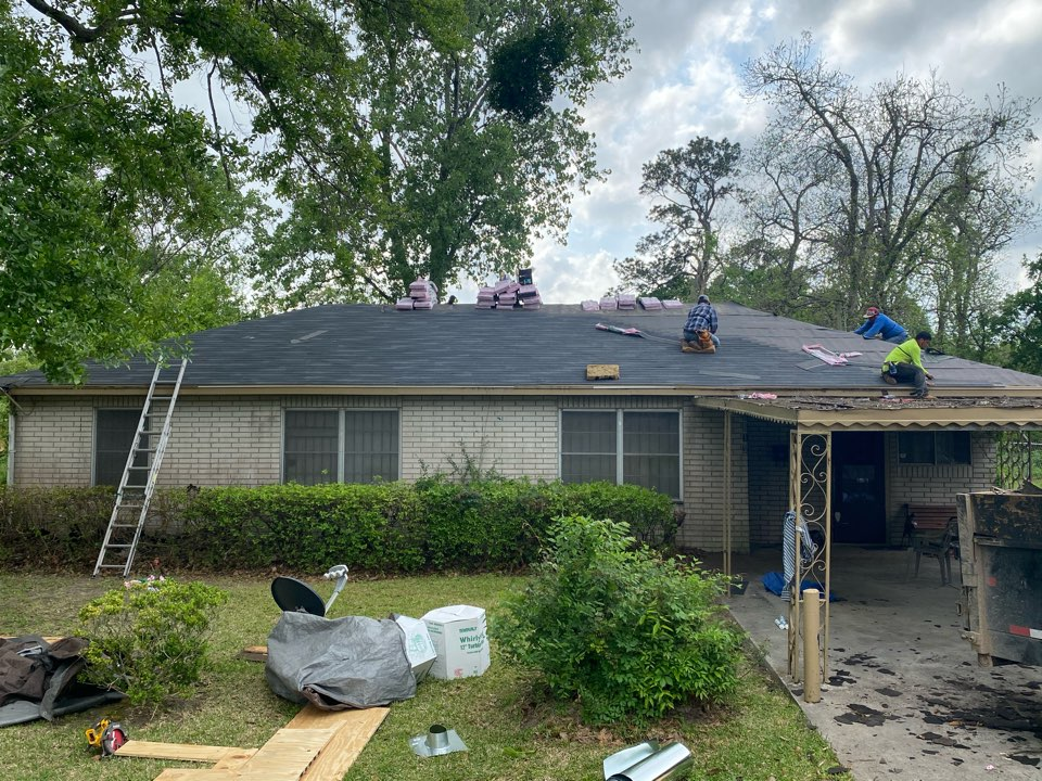 Houston, TX - Today's roof replacement project consists of a 3-tab, 25 year roofing product. We are installing an Owens Corning Supreme shingle in an Onyx Black color. These shingles are a little more cost effective while still providing a  functional roof for your home.