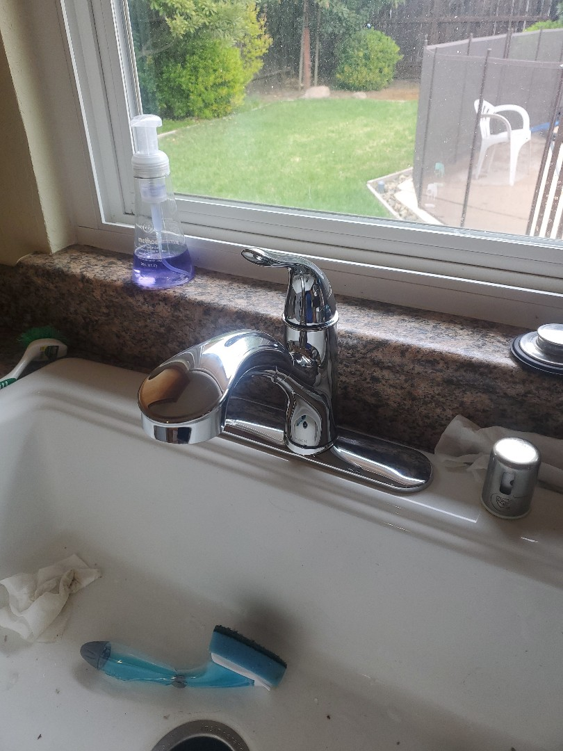 Vacaville, CA - Replaced kitchen faucet