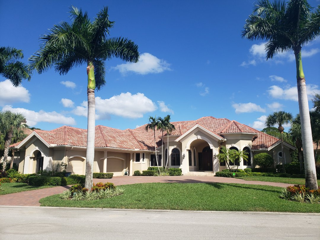Bonita Springs, FL - A newly completed Eagle Capistrano Juno Blend tile roof looks stunning on this house in Bonita Bay! Gutters were installed to match the trim. This house is picture perfect!