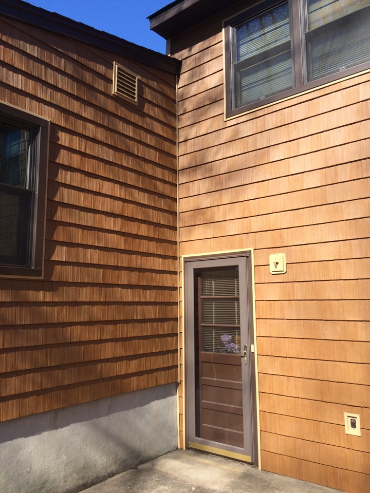 Edison, NJ - Newly installed vinyl cedar siding by Valiant Home Remodelers!