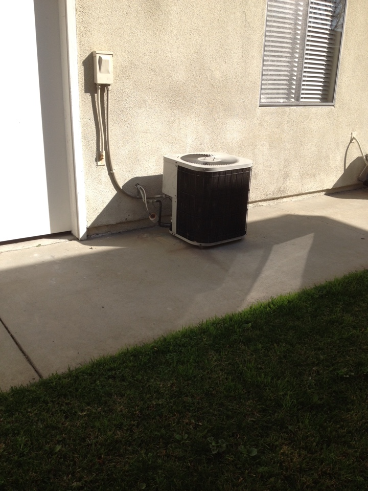 La Verne, CA - Troubleshooting Goodman air conditioning system