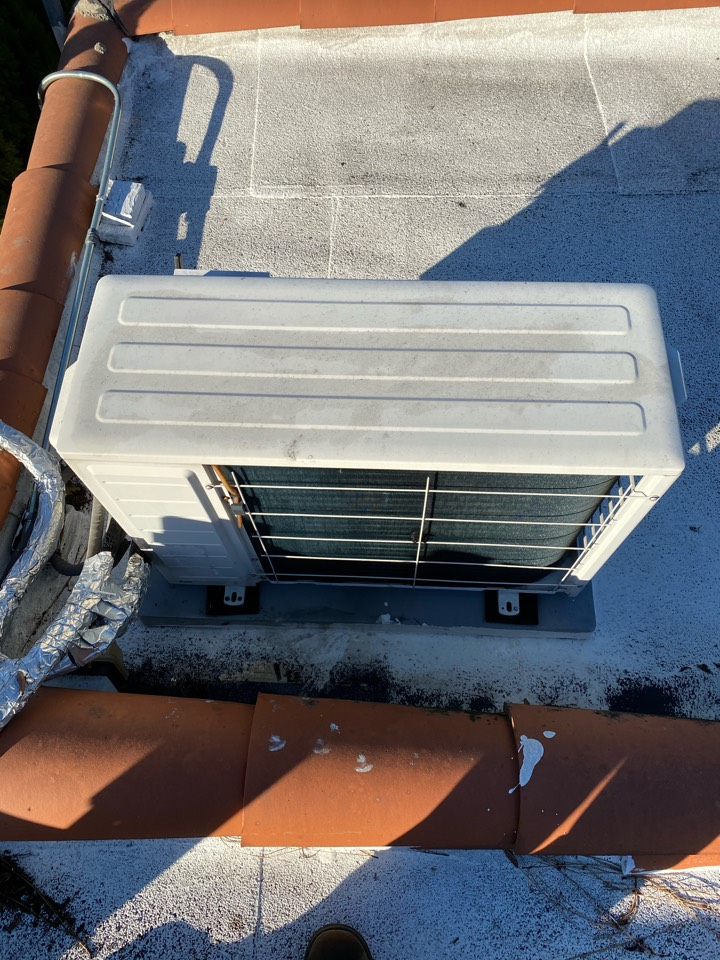 West Hollywood, CA - Serviced Fujitsu heating and air conditioning system