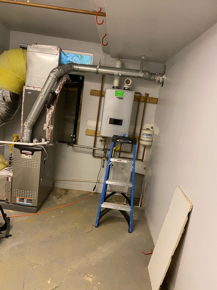 Los Angeles, CA - Serviced Lennox heating and air conditioning system