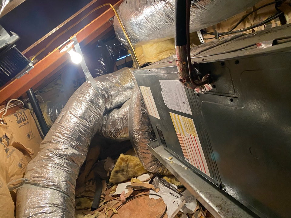 Los Angeles, CA - Perform duct cleaning on rheem heating and air conditioning system