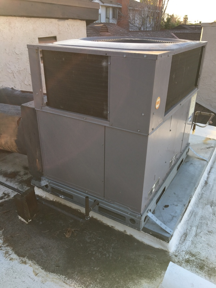 Pasadena, CA - Service Bryant Package Unit