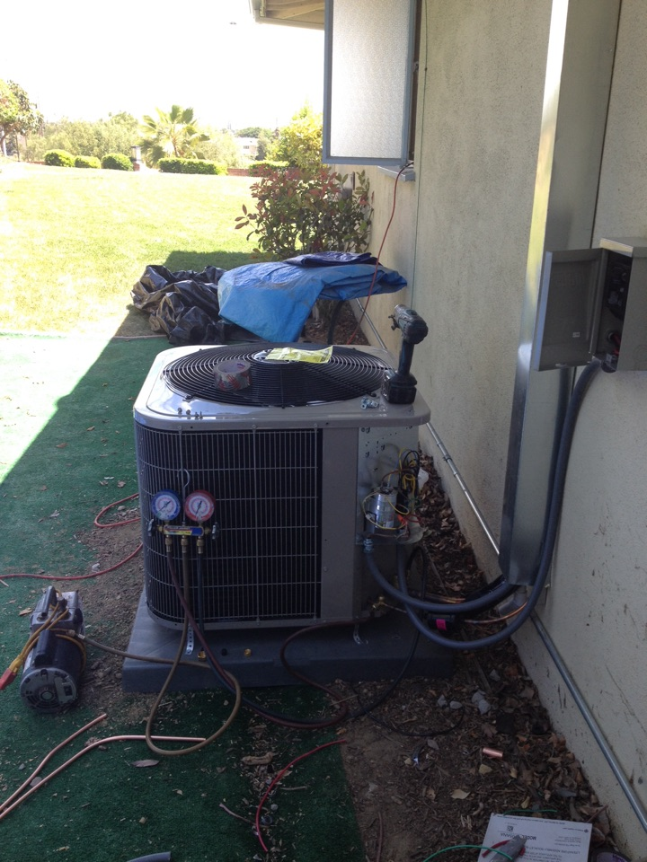 Monterey Park, CA - Installing new BRYANT air conditioning 3.5 ton
